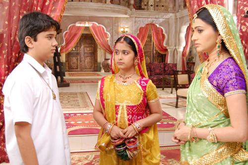 """Chú rể của """"Cô dâu 8 tuổi"""" trở thành tài tử Bollywood - 3"""
