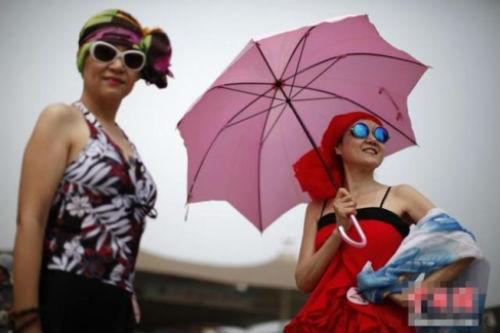 TQ: Hàng trăm cụ bà trình diễn bikini - 3