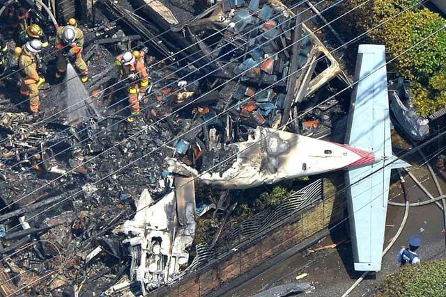 Máy bay rơi xuống khu dân cư giữa thủ đô Nhật Bản - 1