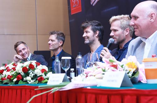 Vẻ lãng tử của Micheal Learns To Rock tại Hà Nội - 2