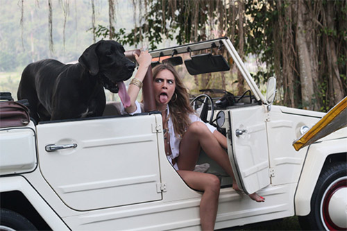 Siêu mẫu Cara Delevingne nhảy múa bên xe hơi - 7