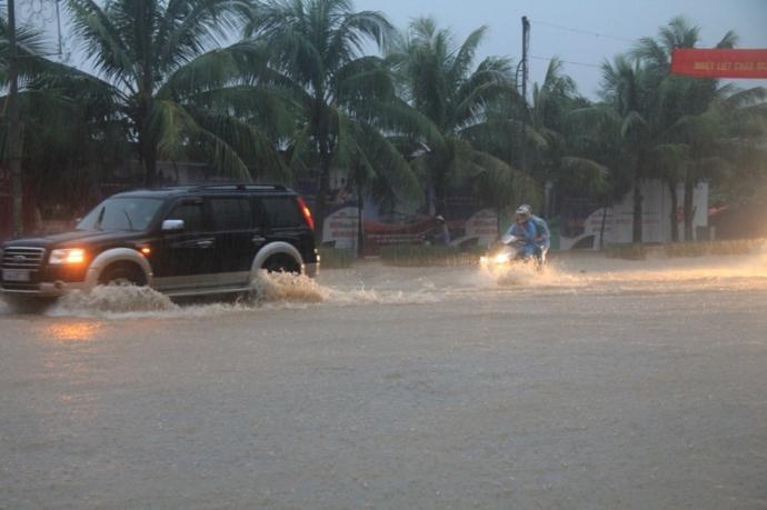 Quảng Ninh chìm trong trận lụt lịch sử - 3