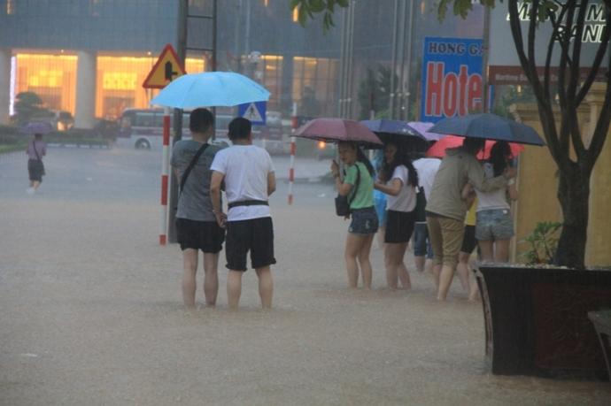 Quảng Ninh chìm trong trận lụt lịch sử - 6