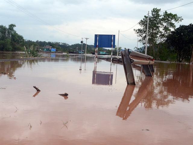 Quảng Ninh: 3 mẹ con bị nhấn chìm trong mưa lũ lịch sử - 4