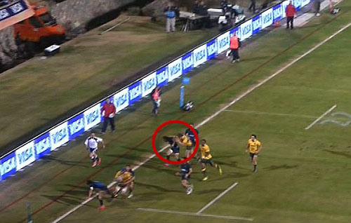 Cầu thủ rugby Úc gây sốc khi đánh nguội đối thủ - 1