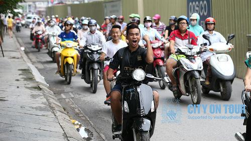 Man City đưa ảnh fan Việt vi phạm luật giao thông - 1