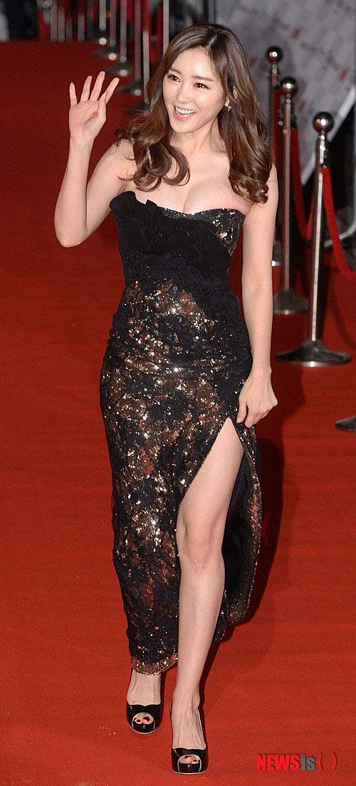 Nữ MC Hàn Quốc nổi tiếng nhờ thân hình bốc lửa - 12