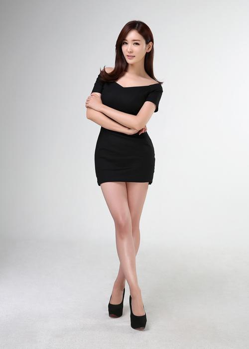 Nữ MC Hàn Quốc nổi tiếng nhờ thân hình bốc lửa - 1