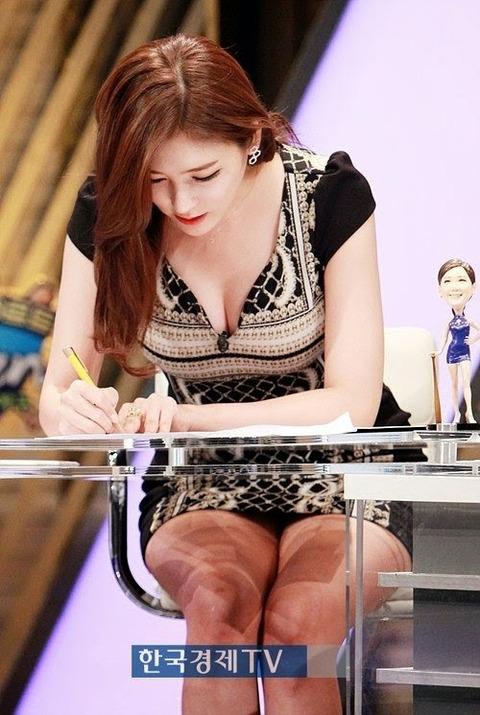 Nữ MC Hàn Quốc nổi tiếng nhờ thân hình bốc lửa - 13
