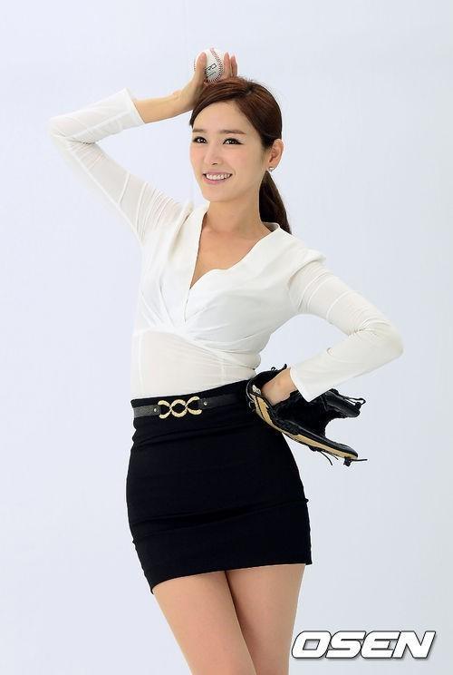 Nữ MC Hàn Quốc nổi tiếng nhờ thân hình bốc lửa - 7