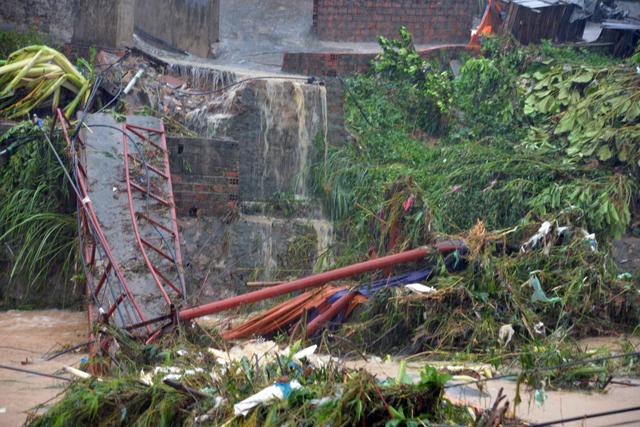 Mưa lớn trút xuống Quảng Ninh gây sạt đồi, gãy cầu - 7