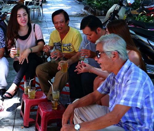 Danh hài Chiến Thắng la cà bia hơi với nhạc sĩ Vinh Sử - 4