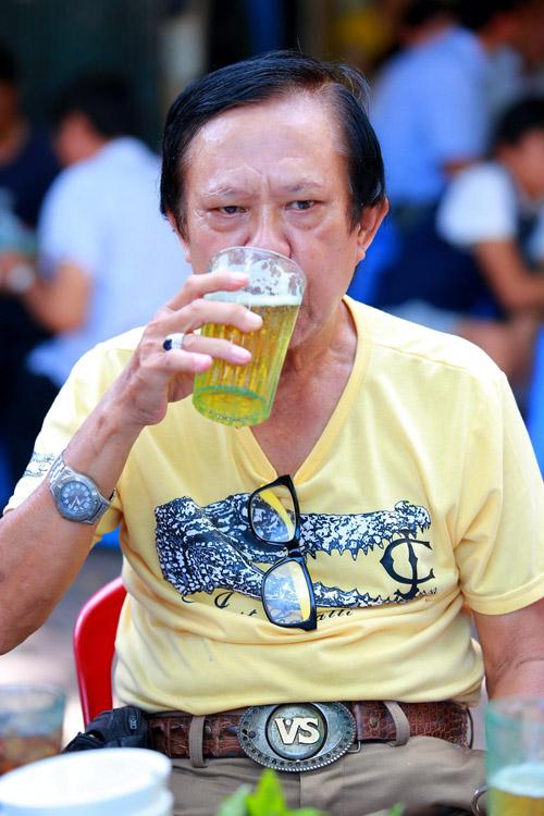 Danh hài Chiến Thắng la cà bia hơi với nhạc sĩ Vinh Sử - 14