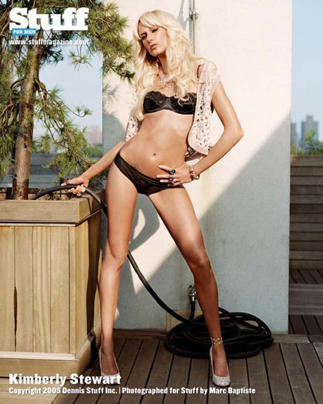 Kimberly Stewart từng là gương mặt người mẫu sáng giá của các thương hiệu Tommy Hilfiger, Chrome Hearts, Ultimo...