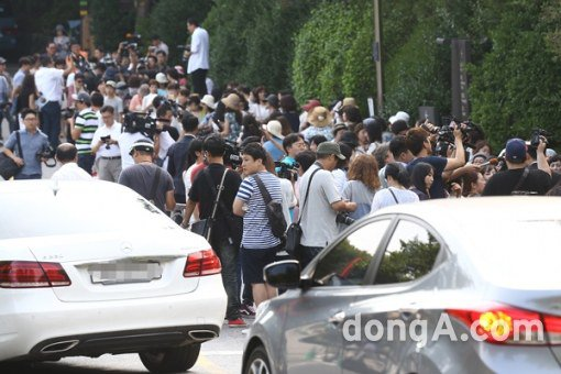 Bae Yong Joon dùng siêu xe 20 tỷ đón dâu - 3