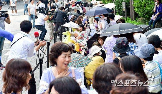 Bae Yong Joon dùng siêu xe 20 tỷ đón dâu - 4