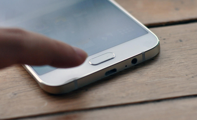 Chiếc smartphone siêu mỏng của Samsung sở hữu kích thước 158 x 77 mm x 5,9mm. & nbsp;