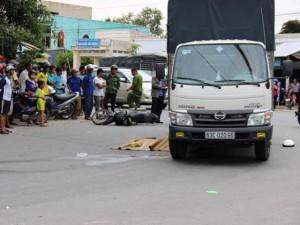 Bị xe tải cuốn vào gầm, 1 phụ nữ chết thảm