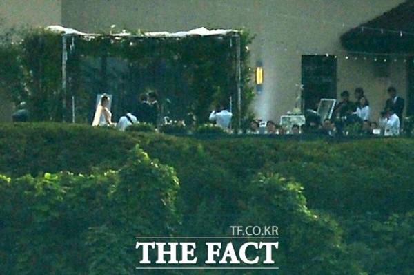 Chú rể Bae Yong Joon bị chê thậm tệ sau đám cưới - 4