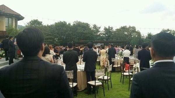 Chú rể Bae Yong Joon bị chê thậm tệ sau đám cưới - 6