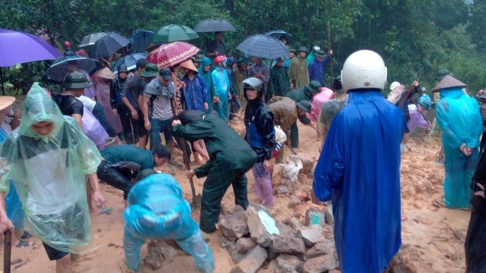 Quảng Ninh: Sạt lở nghiêm trọng, nhiều người bị vùi lấp - 2