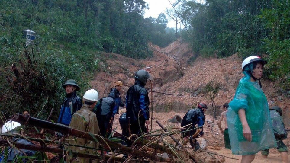 Quảng Ninh: Sạt lở nghiêm trọng, nhiều người bị vùi lấp - 1