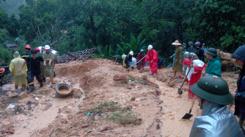 Quảng Ninh: Sạt lở nghiêm trọng, nhiều người bị vùi lấp - 3
