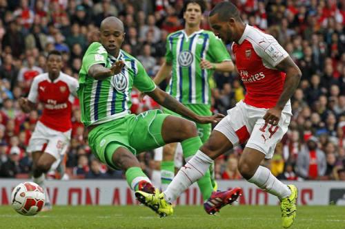"""Arsenal: Khi Walcott sắm vai """"thương vụ bom tấn"""" - 1"""