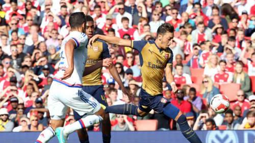 """Arsenal: Khi Walcott sắm vai """"thương vụ bom tấn"""" - 2"""