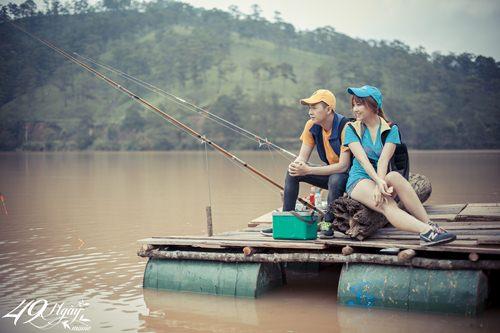 Hari Won nhí nhảnh đi câu cá cùng Ngô Kiến Huy - 5