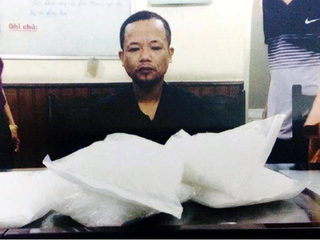 Bị bắt vì ôm gần 5kg ma túy, xin tài khoản công an để hối lộ - 1