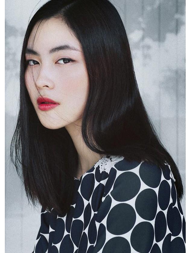 Gương mặt đẹp và thần thái cuốn hút giúp cô xuất hiện đều trên nhiều tạp chí thời trang và lookbook (sách ảnh quảng cáo) của nhiều nhãn hàng