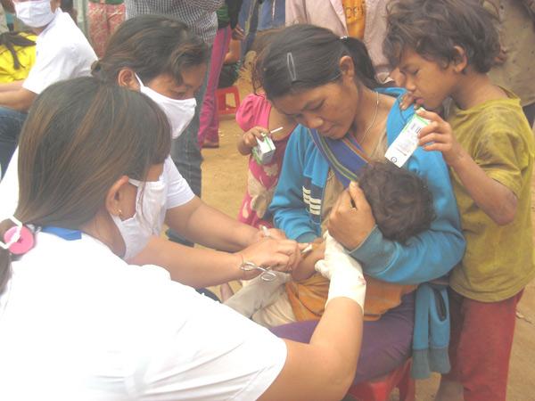 Quảng Nam: Gần 900 người dân vùng dịch bạch hầu được tiêm vắc xin - 1