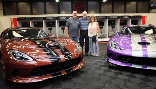 """Cặp vợ chồng sở hữu garage xe Viper """"khủng"""" nhất - 1"""