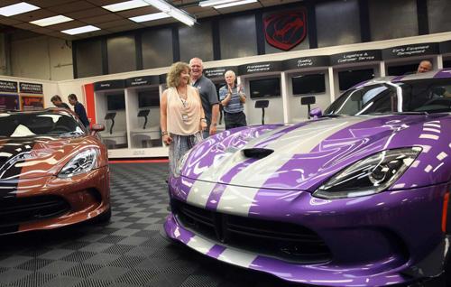 """Cặp vợ chồng sở hữu garage xe Viper """"khủng"""" nhất - 6"""