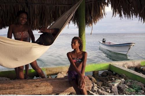 Ngàn người chen chúc sống trên hòn đảo chật nhất TG - 6