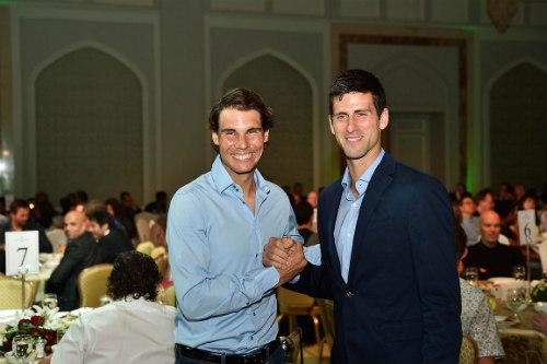 Sắp vượt Nadal, Djokovic thoải mái xem đàn em tranh tài - 1