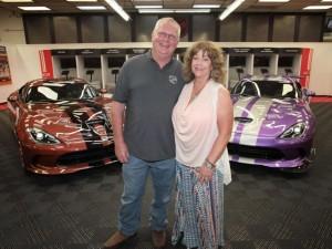 """Cặp vợ chồng sở hữu garage xe Viper """"khủng"""" nhất"""