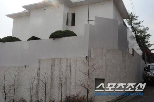 Sửng sốt vì độ giàu có của tài tử Bae Yong Joon - 4