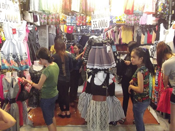 Đi chợ đêm Hạnh Thông Tây săn đồ giá rẻ - 4