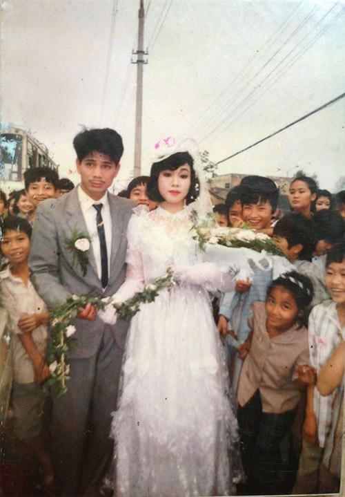 Câu chuyện cảm động sau những bức hình cưới ngày xưa - 1