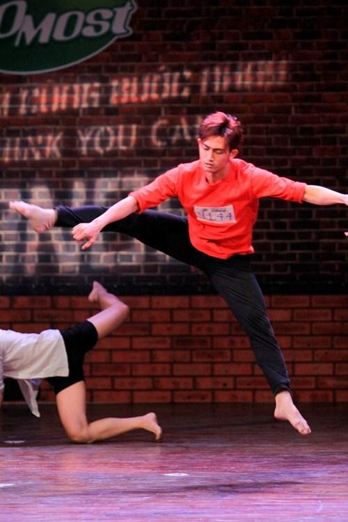Chàng vũ công gây xúc động khi đi thi nhảy thay vợ - 7