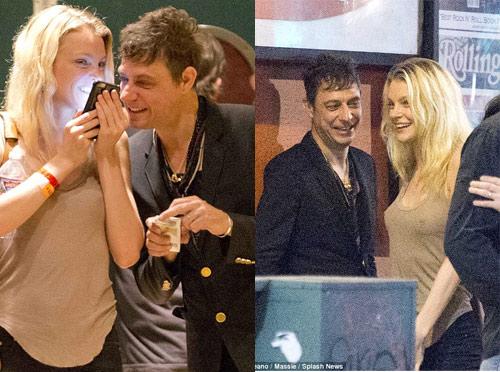 Chồng siêu mẫu Kate Moss âu yếm cựu thiên thần nội y - 5