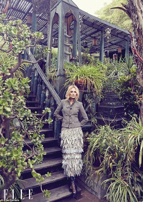 Chồng siêu mẫu Kate Moss âu yếm cựu thiên thần nội y - 8