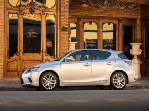 Lexus CT 200h 2016 giá 702 triệu đồng: Bình mới rượu cũ - 1