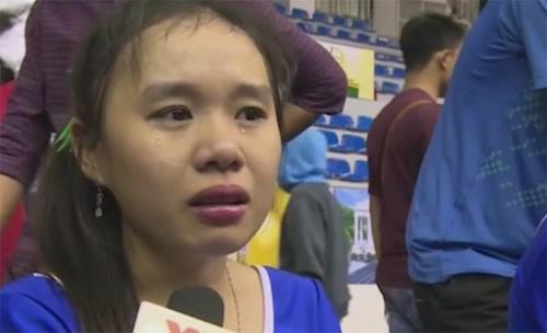 Khán giả bật khóc tiếc nuối khi ĐTVN bại trận - 1
