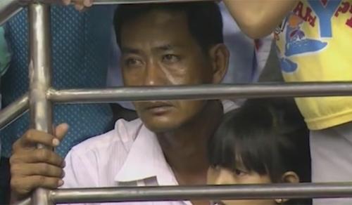 Khán giả bật khóc tiếc nuối khi ĐTVN bại trận - 5