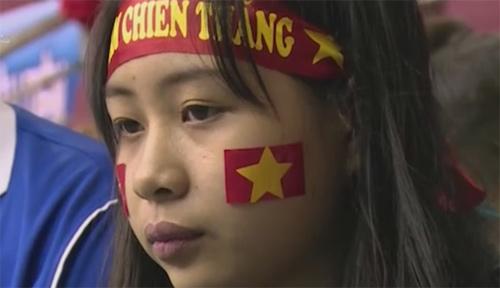 Khán giả bật khóc tiếc nuối khi ĐTVN bại trận - 7