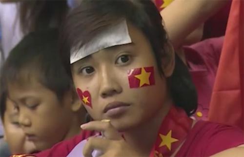 Khán giả bật khóc tiếc nuối khi ĐTVN bại trận - 6