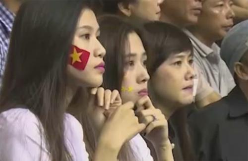 Khán giả bật khóc tiếc nuối khi ĐTVN bại trận - 4